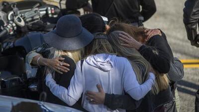 Comunidad rinde homenaje al sargento Ron Helus, fallecido en el tiroteo en Thousand Oaks