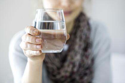 Cómo Limpiar La Energía De Tu Casa Con Un Simple Vaso De Agua Horóscopos Univision