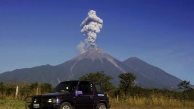 Cierran aeropuerto de Guatemala por actividad volcánica