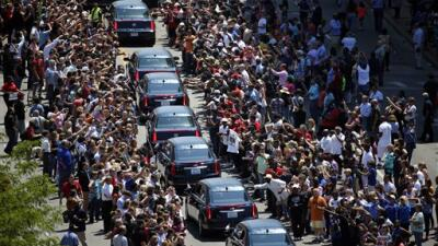 Miles de personas dan último adiós a Muhammad Ali