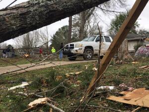 Tornados dejan más de 20 muertos en Alabama; causan estragos en Georgia