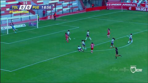 Kenya Téllez sacó un disparo potente que casi acaba en gol