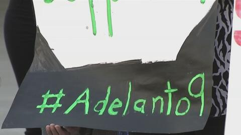 Protestan por presuntos maltratos contra inmigrantes en centro de detención de Adelanto, California