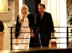 Lady Gaga ya no oculta su romance con su representante Christian Carino