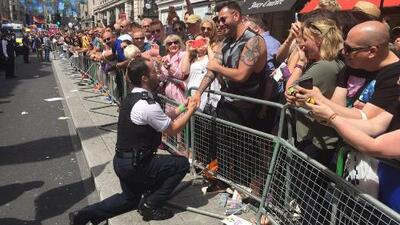 Romántica propuesta de matrimonio coronó la marcha gay en Londres