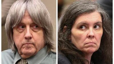 """Padres de """"la casa del horror"""" se declaran culpables de maltratar y torturar a sus 13 hijos"""