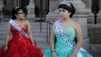 Convierten sus fiestas de quince años en una singular protesta contra la ley SB4 de Texas