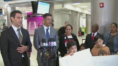 Llega a Miami el padre del joven que murió al salvar a una madre y a su hijo de ahogarse en Key Biscayne