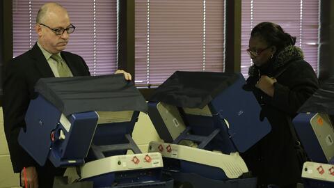 Discuten en Illinois cómo utilizar los fondos federales para fortalecer la seguridad en las elecciones