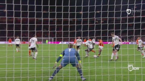 Memphis Depay remata y anota el empate a dos para Holanda