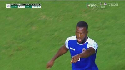Penalti y Haití decreta el 1-1 por medio de Duckens Nazon