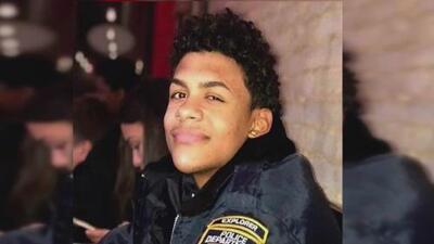 Se entregan becas policiales en honor al joven asesinado a machetazos afuera de una bodega