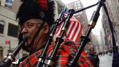 Escoceses celebraron su cultura desfilando en falda por Nueva York