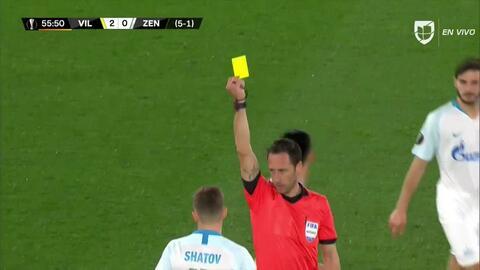Tarjeta amarilla. El árbitro amonesta a Oleg Shatov de Zenit St Petersburg