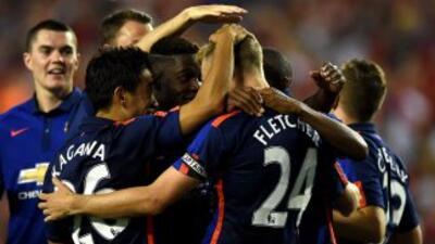 Chicharito anota en el triunfo de Manchester United sobre el Inter de Milán