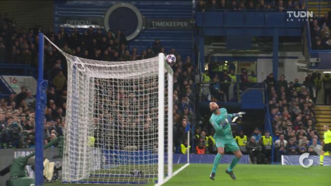 ¡El gol no quiere caer! De área a área primero Giroud y después Müller