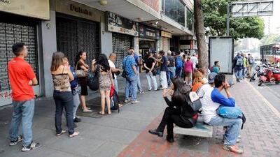 Millones de venezolanos sufren los estragos del apagón que ya cumple más de 24 horas
