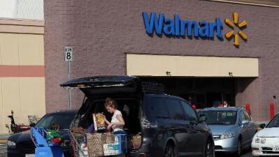 """""""De las luces de Navidad a los útiles escolares"""": Walmart advierte que guerra comercial con China aumentará los precios de sus productos"""