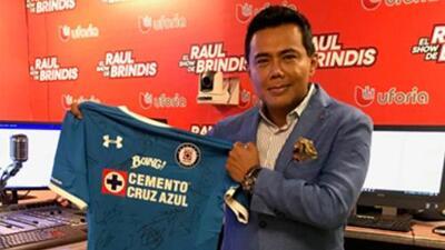 Raúl Brindis defiende la playera del Cruz Azul