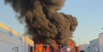 Bomberos investigan un incendio de gran magnitud en el noroeste del condado Miami-Dade