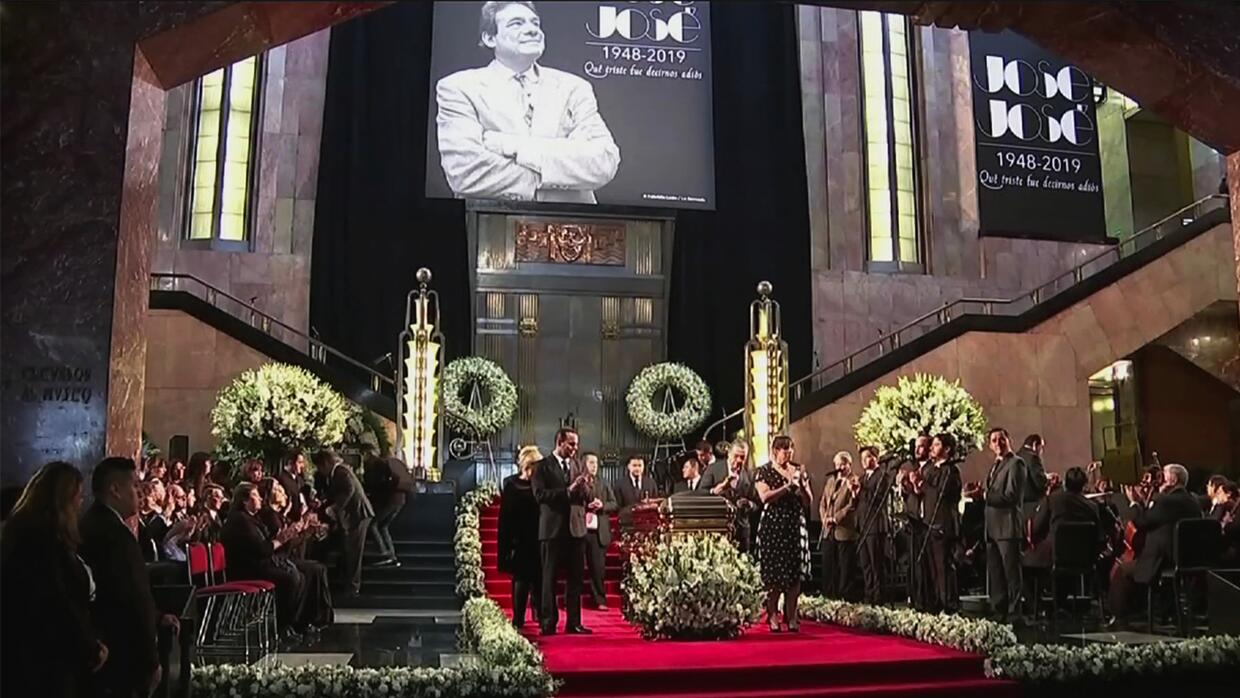 Thousands mourn Jose Jose at Mexico City Tribute