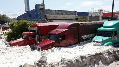 Inusual granizada en Guadalajara, México, deja hasta cinco pies de hielo