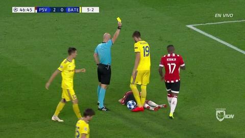 Tarjeta amarilla. El árbitro amonesta a Nemanja Milunovic de BATE Borisov