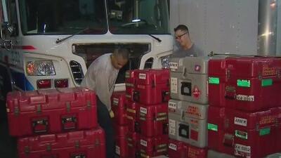 Bomberos de Miami se preparan para viajar a Puerto Rico por el paso de la tormenta tropical Dorian
