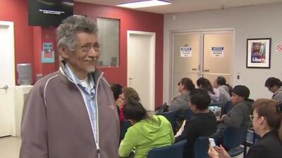 Este anciano salvadoreño logra convertirse en ciudadano estadounidense pese a no saber leer ni escribir