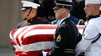 """""""Vaya con Dios"""": Las palabras en español pronunciadas en la despedida de Arizona a John McCain"""