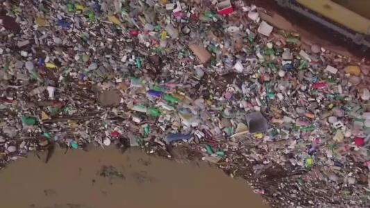 Toneladas de basura en el río Tijuana: así buscan descontaminar su agua