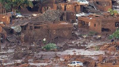 Muertos y decenas de desaparecidos por colapso de represa en Brasil