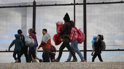 En un minuto: Corte permite que el gobierno siga enviando a México a solicitantes de asilo