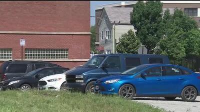 Controversia por multas impuestas a vehículos estacionados en un lote baldío cercano al barrio de Las Empacadoras