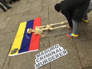 Así se manifestaron los neoyorquinos contra Nicolás Maduro en Central Park