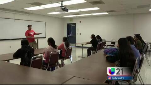 Estudiantes recorren la universidad de Fresno para aprender sobre carreras agrícolas