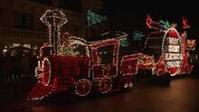 Ojitos nos trae un poco de lo que puedes vivir en el Main Street Electrical Parade en Disneyland Resort