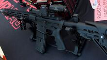 """""""Es un escándalo"""": Gavin Newsom reitera su rechazo al fallo que levanta la prohibición de armas de asalto en California"""