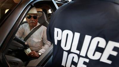"""ICE llama a sus agentes """"superhéroes"""" e Internet le responde: Superman no deportaría a un dreamer"""