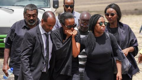Familiares de las víctimas del accidente aéreo en Etiopía llegan a la zona del siniestro que dejó 157 muertos