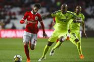 Benfica's midfielder Rafa Silva (L) vies with Aves' Brazilian defender Jorge Felipe during the Portuguese league football match between SL Benfica and CD Aves at the La Luz stadium in Lisbon on March 10, 2018. / AFP PHOTO / CARLOS COSTA (Photo credit should read CARLOS COSTA/AFP/Getty Images)