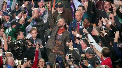 Lo llaman 'selfie kid' por tomarse la foto del Super Bowl (e ignorar a Justin Timberlake)