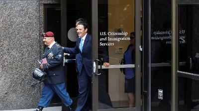 Héctor Barajas, el veterano deportado, cruza la frontera para convertirse en ciudadano de EEUU