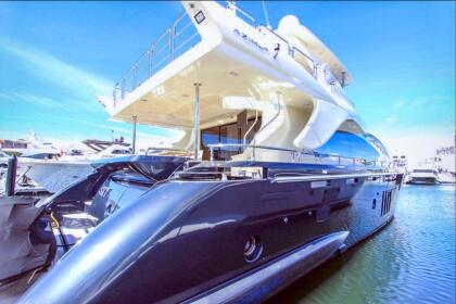 De acuerdo con información de la agencia fotográfica The Grosby Group, el vehículo acuático es de la  <b>marca Azimut 84 Flybridge, modelo 2013</b>. <br>