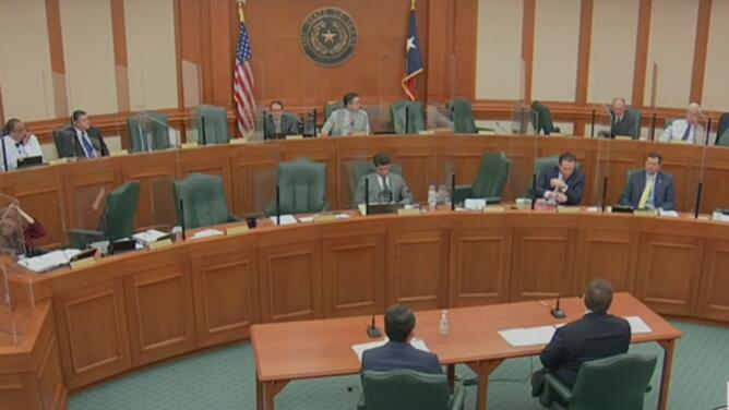 Con críticas a los apagones prolongados y sin aviso, así fue la audiencia sobre la crisis energética en Texas