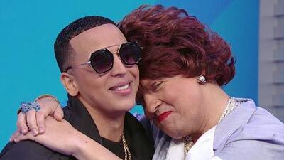 Pusimos a Doña Meche a certificar (muy de cerca) si el doble de Daddy Yankee se parece hasta en los lunares