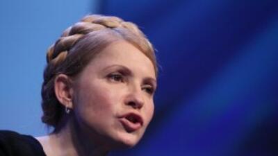 Crisis en Ucrania: Timoshenko llama a defender al país y detienen jefe de armada