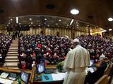 """""""Fui acosado sexualmente más de 100 veces"""": el Vaticano escucha a víctimas abusadas por sacerdotes"""