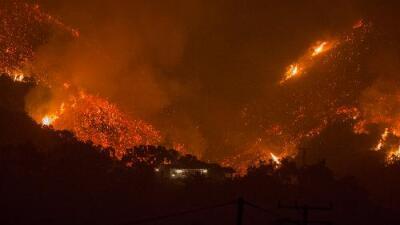 ¿Qué pasa con Thomas? El incendio que sigue devastando el sur de California se niega a morir