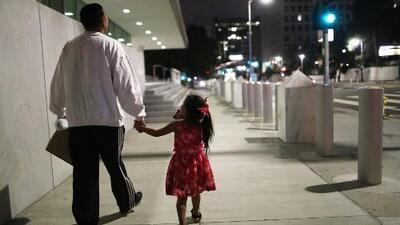 Con acusaciones desde traumas hasta abusos sexuales contra niños, decenas de familias demandan al gobierno de EEUU